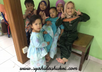 Anak kami bersama kawan-kawannya