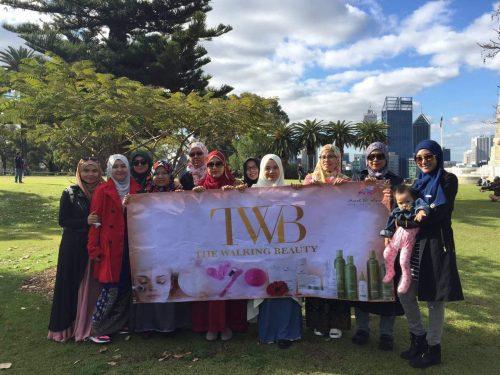 Ahli-ahli beauticians TWB ketika melancong ke Perth pada tahun 2016