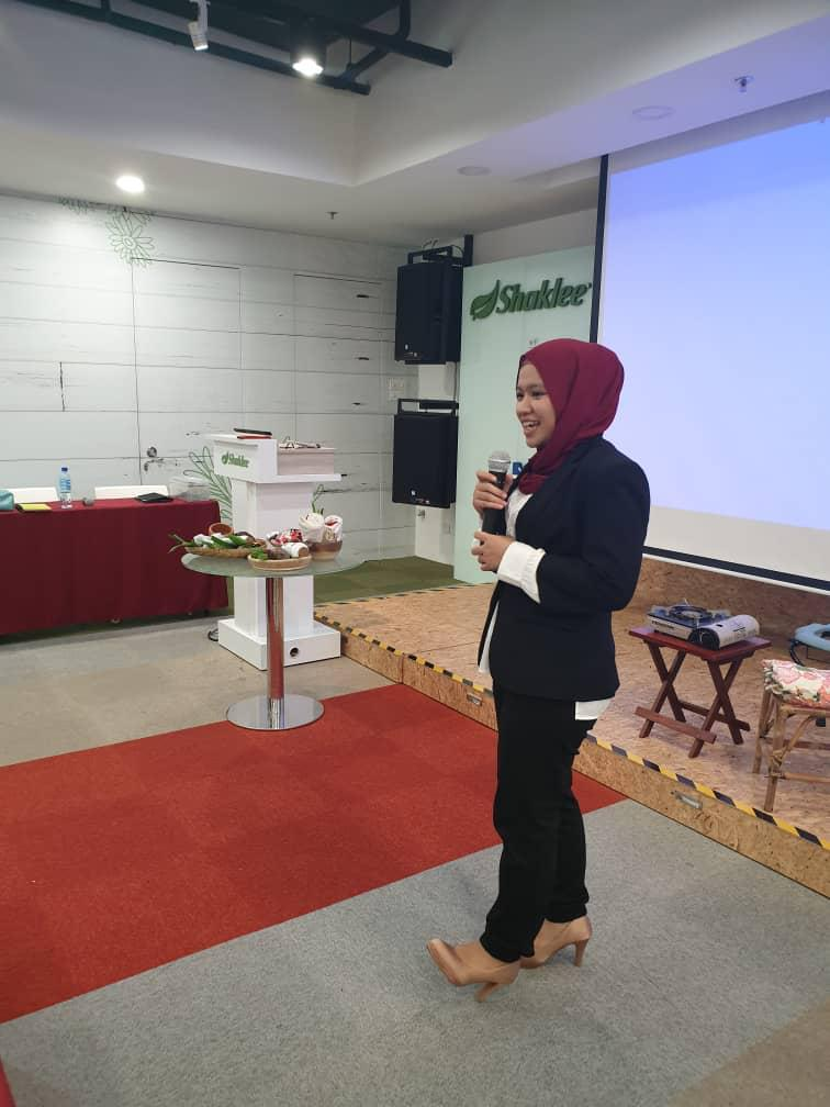 Trainer in action : Puan Nisah
