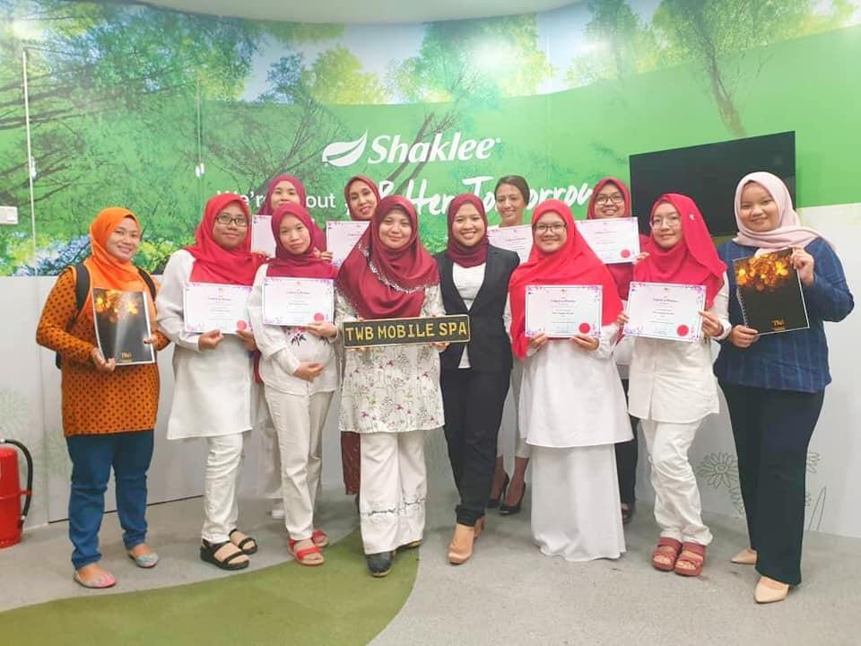 Peserta-peserta kursus berpantang MoRec berserta sijil penyertaan masing-masing.