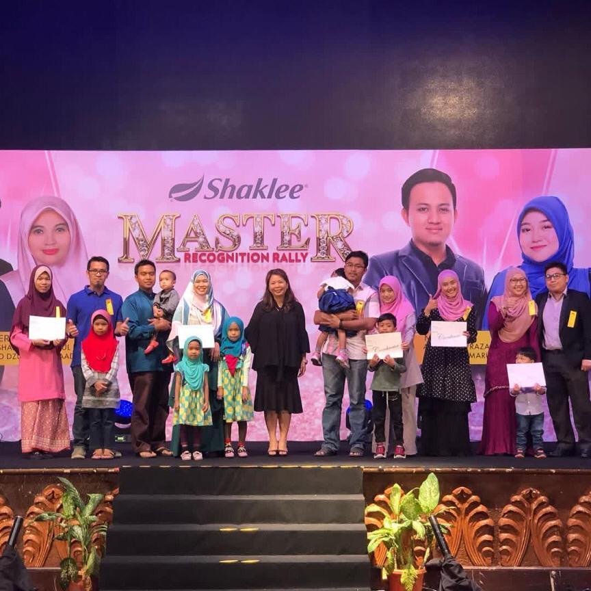 Kisah kejayaan saya dalam Shaklee : Saya bersama barisan penerima anugerah rank Coordinator dalam Shaklee.