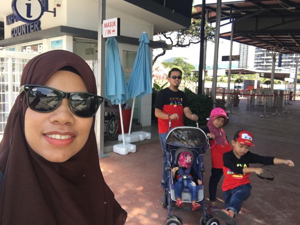 Sesampainya kami di pintu masuk 99 Wonderland Park, Selayang.